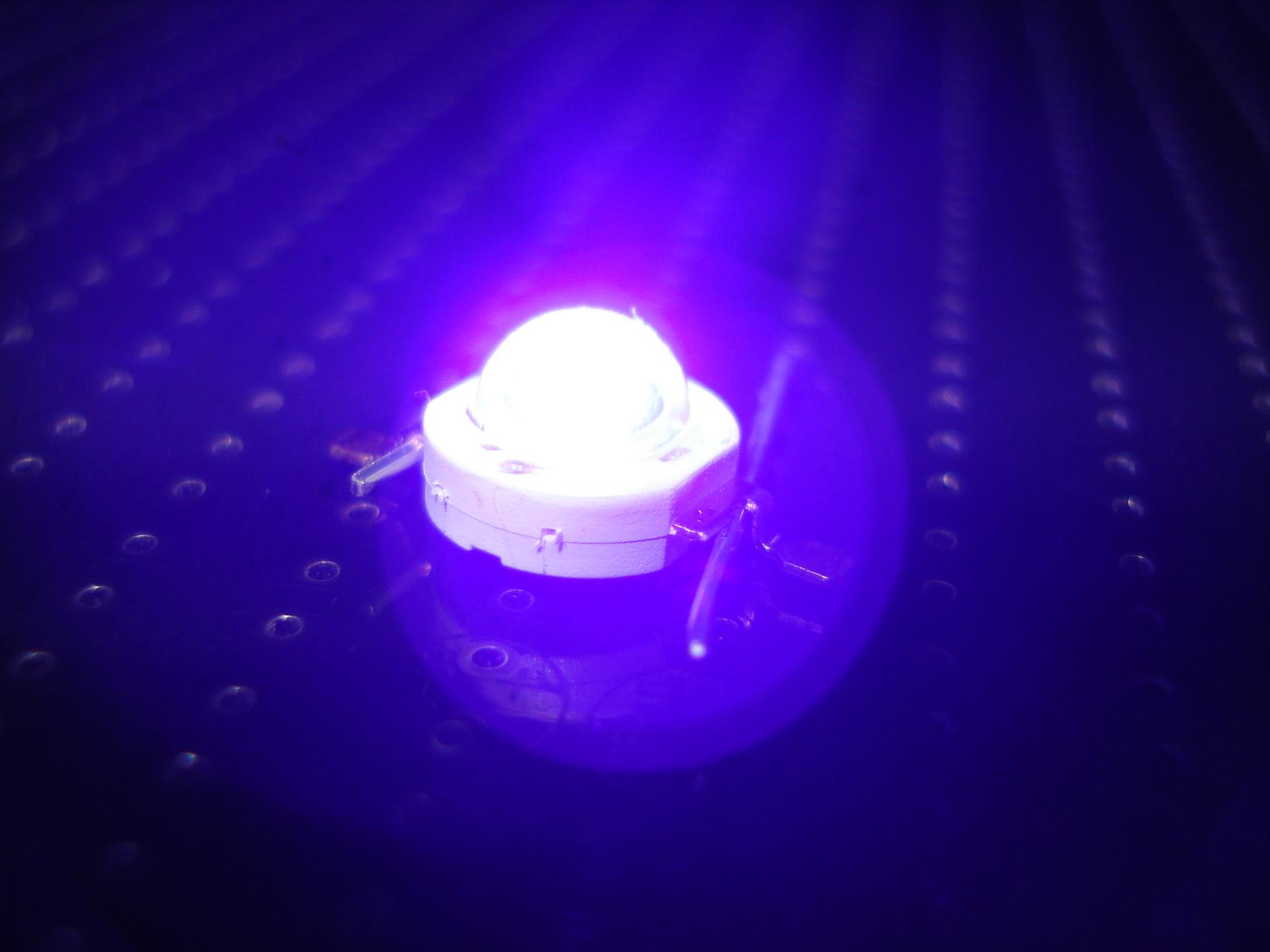 Nâng cao hiệu suất của đèn LED UV bằng các vi sợi oxit kẽm