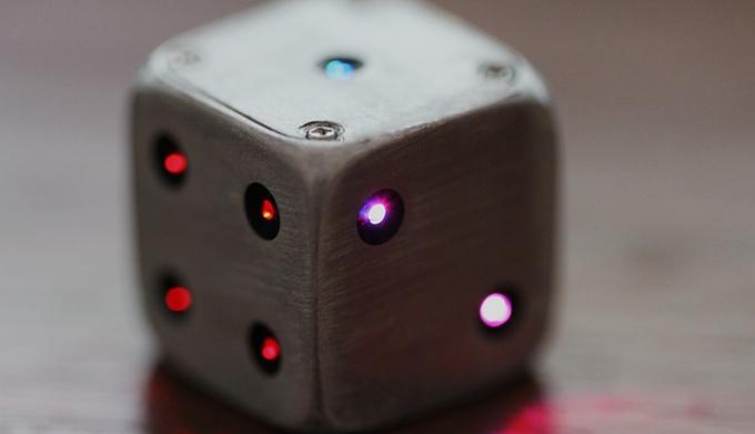 đồ chơi có gắn đèn LED