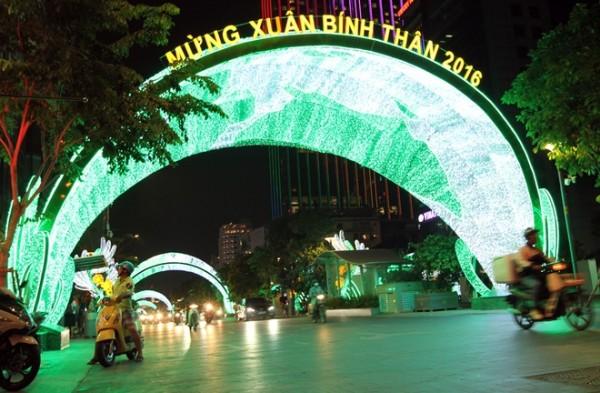 hệ thống đèn LED chiều sáng đường phố Sài Gòn