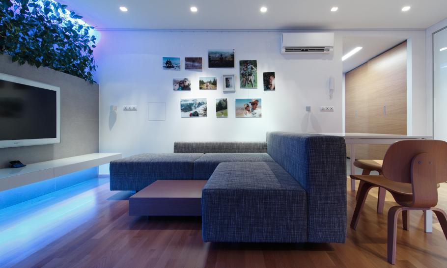 Vịt hóa thiên nga căn nhà với hệ thống đèn LED