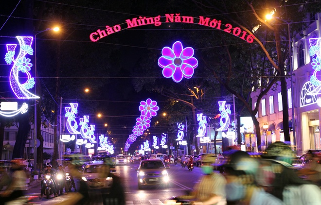 Đèn LED ngập tràn Sài Gòn đầu năm mới