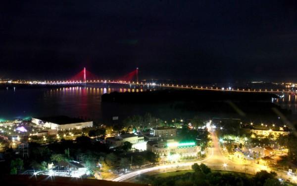 cầu cần thơ sử dụng hệ thống đèn led pha đổi màu
