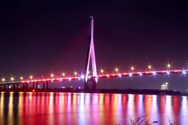 cầu cần thơ thắp sáng bằng den LED Dragon