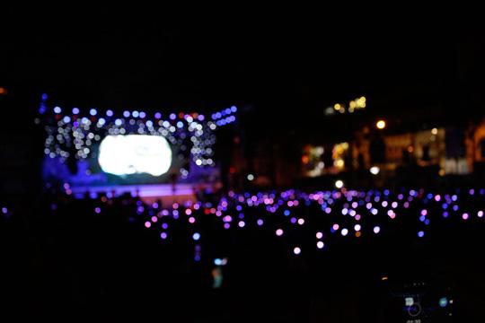 Những ngọn nến đèn LED trong giờ Trái Đất
