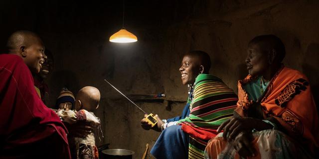 6USD là bạn có ngay 1 bóng đèn LED và 1 nguồn điện mặt trời