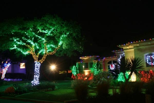 2 loại đèn LED đang làm mưa làm gió trong chiếu sáng sân vườn
