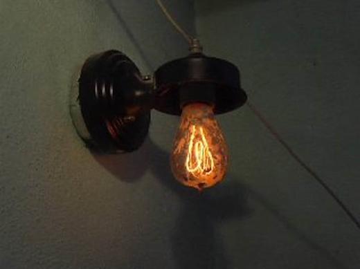 Kinh hoàng: Những bóng đèn cổ sống thọ trăm tuổi